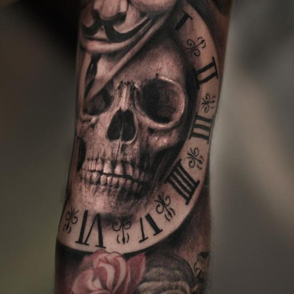 72-Skull with watch