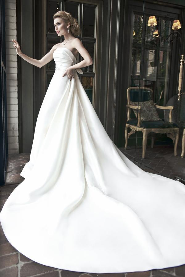 Style photography by alena nikiforova for How to become a wedding dress model