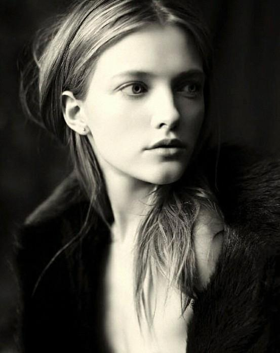 http://www.cuded.com/wp-content/uploads/2012/12/Paolo-Roversi_1_553_697.jpg