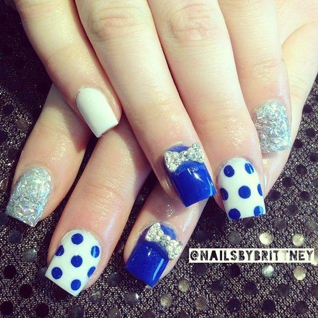 Elegant blue polka dots nail art
