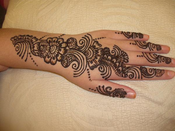 50 Komplizierte Henna-Tattoo-Designs