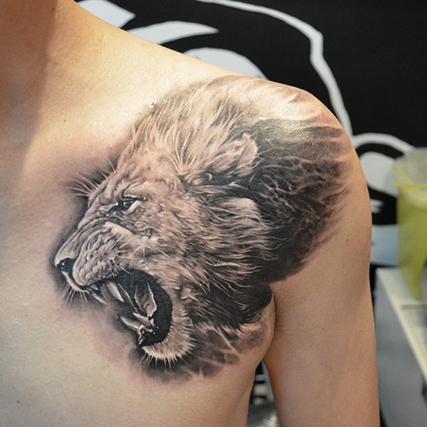 Lion tattoo shoulder girl - photo#9