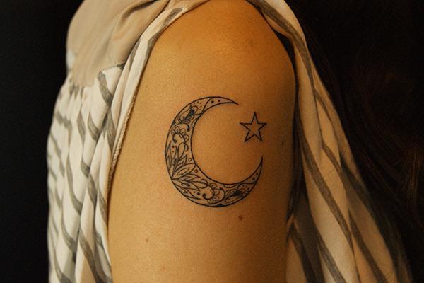 29a5d0219b0ea moon tattoo - 50 Examples of Moon Tattoos <3 <3 ...