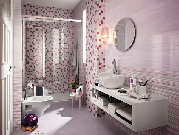 Small tiles and clean cuts: what a bathroom!