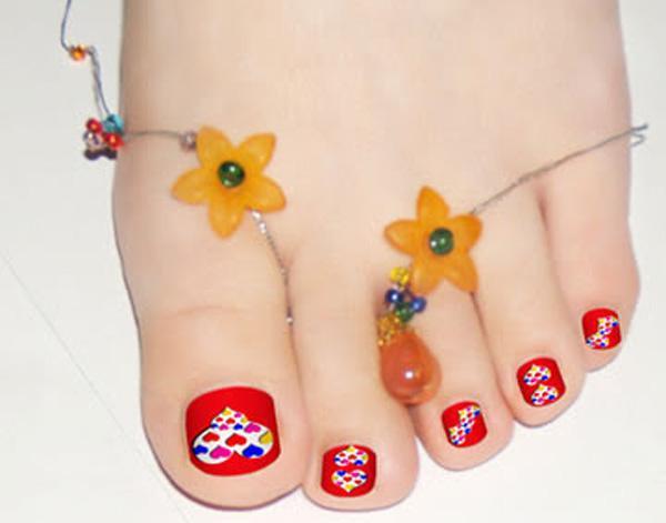 或者您可以简单地使用可爱的闪亮的指甲油容易钉的