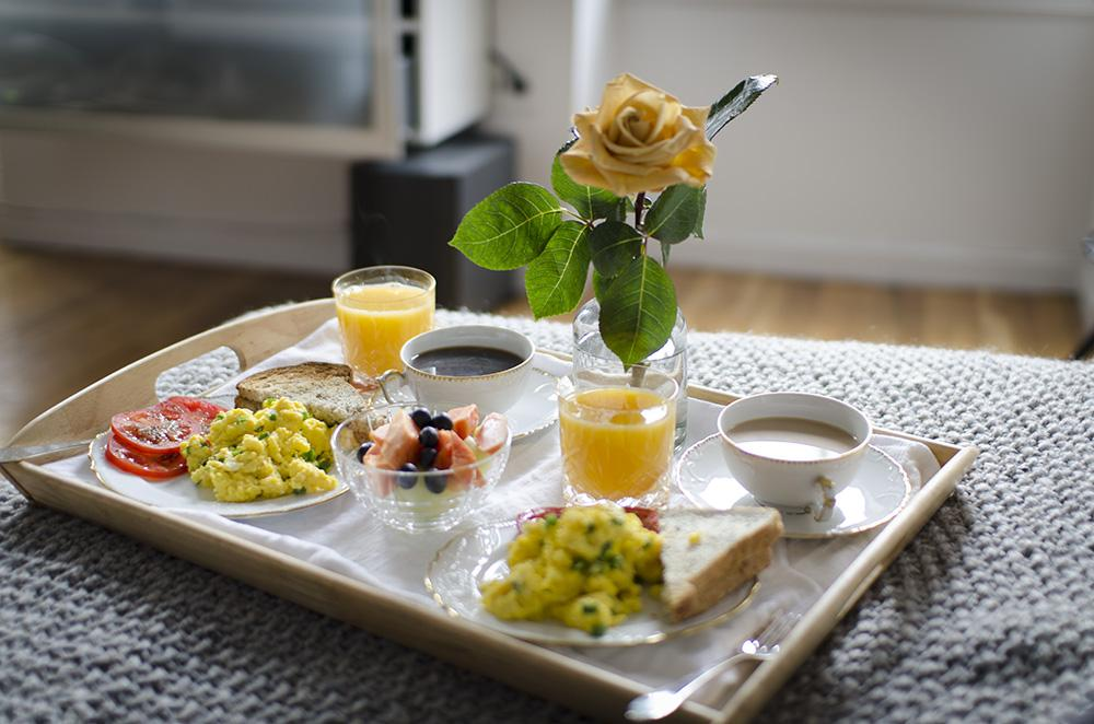 Breakfast in bed ideas the image kid for A bed and breakfast