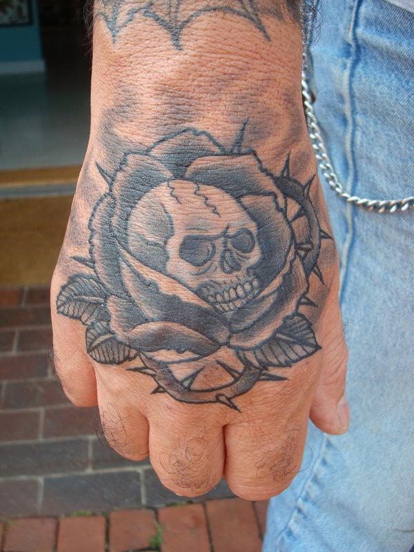 H nh x m mu b n tay p th i b o for Healing hand tattoo