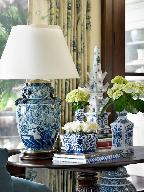 Decorate Your Favorite Coffee Table With China Vases Such As These They Look Absolutely Classy