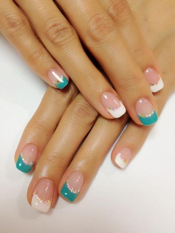 Smart nails alternated with white and steelblue ornamented by rhinestones.
