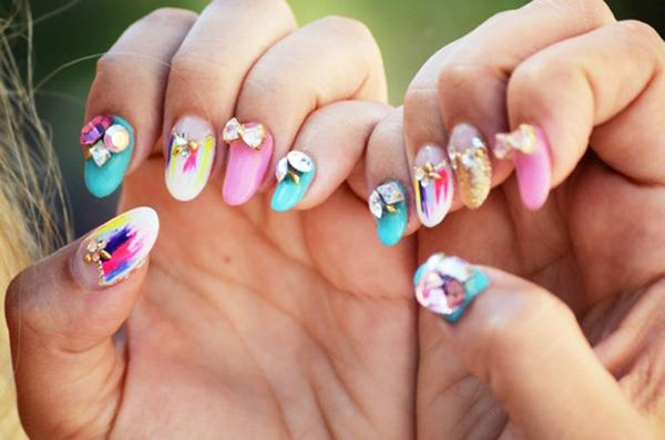 It's out with the flowers and in with the ribbons! Looking at the multi colored combination of the nails makes you look like you're having fun in life and living it to the fullest. Make yourself stand out and enjoy the world as it is with this nail art, fun loving concept.