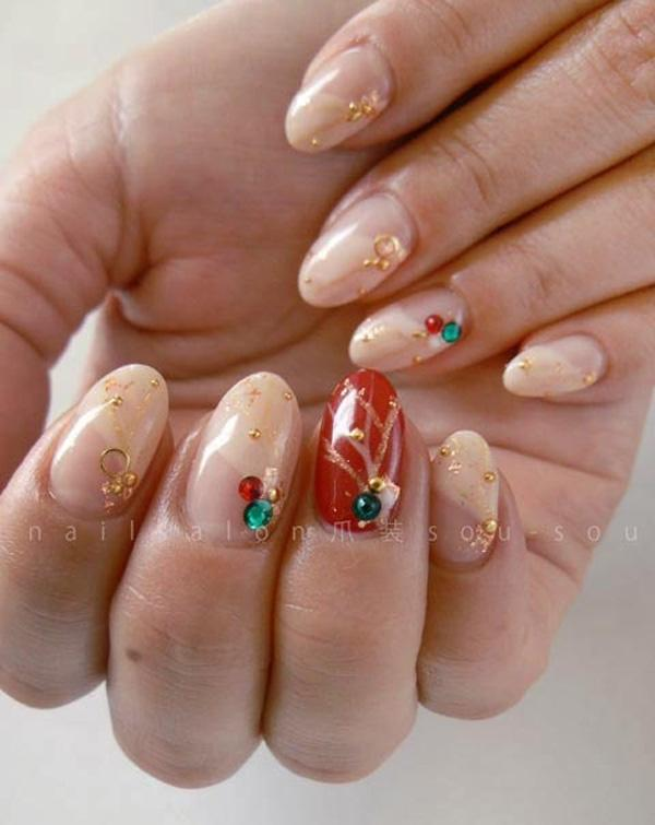 Are you meeting up with old friends? Then go out and feel confident by flaunting this nail art design! It looks wonderful and chic! You can never go wrong with the hip combination of red and green plus accessories and beads of gold.