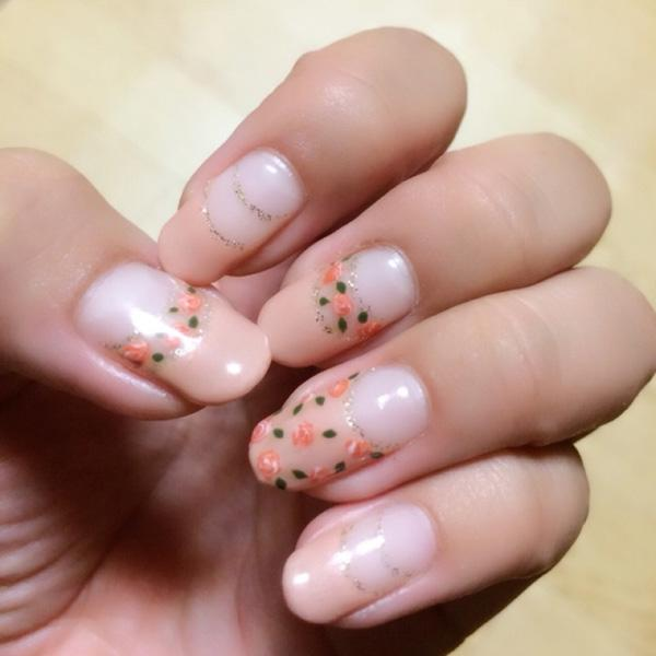 The pink roses are absolutely lovely on this nail art design. If you are fond of pink roses and would like them to bloom right out of your fingernails then this is the nail art fashion to go for. Very simple yet pretty and does not hurt the eyes when looking at it.