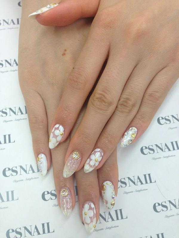 Go white and floral with this amazing looking nail art design. The fresh white flowers simple depict purity and innocence and would be perfect for a bridal nail art. If you're a bride to be, you should really consider this style as it adds meaning to the event where you and your bridegroom will finally tie the knot.