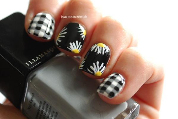 Gingham & Daisy Nail Art