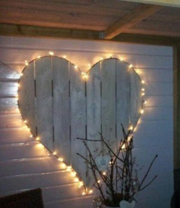 Heart lamp with rope lights and pallet