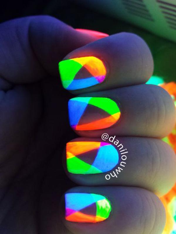 glow nails-23