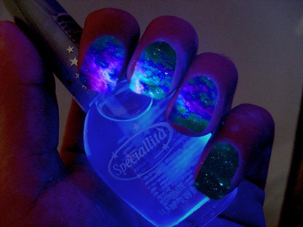 glow nails-4