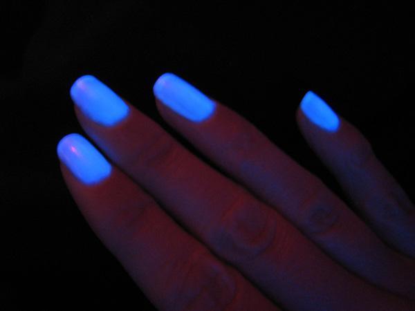 glow nails-6