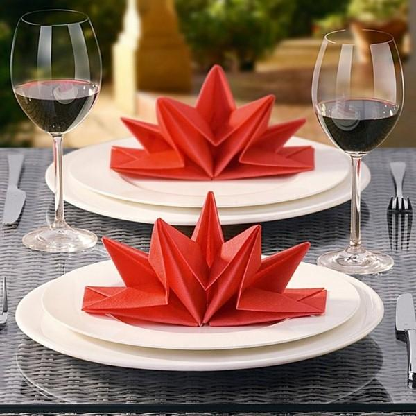christmas-napkin-folding-paper-plate-red