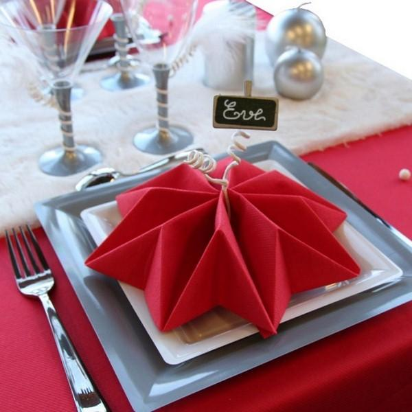 napkin folding for Christmas - red star silver decorations