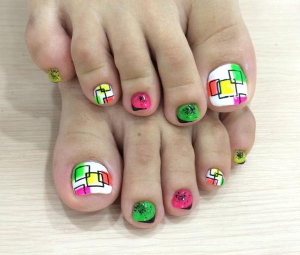 A Fun And Adorable Looking Toenail Art Design Have This Combination Of White
