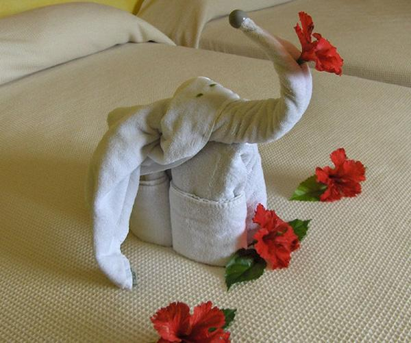 o-HOTEL-TOWELS-ART-PHOTOS-facebook