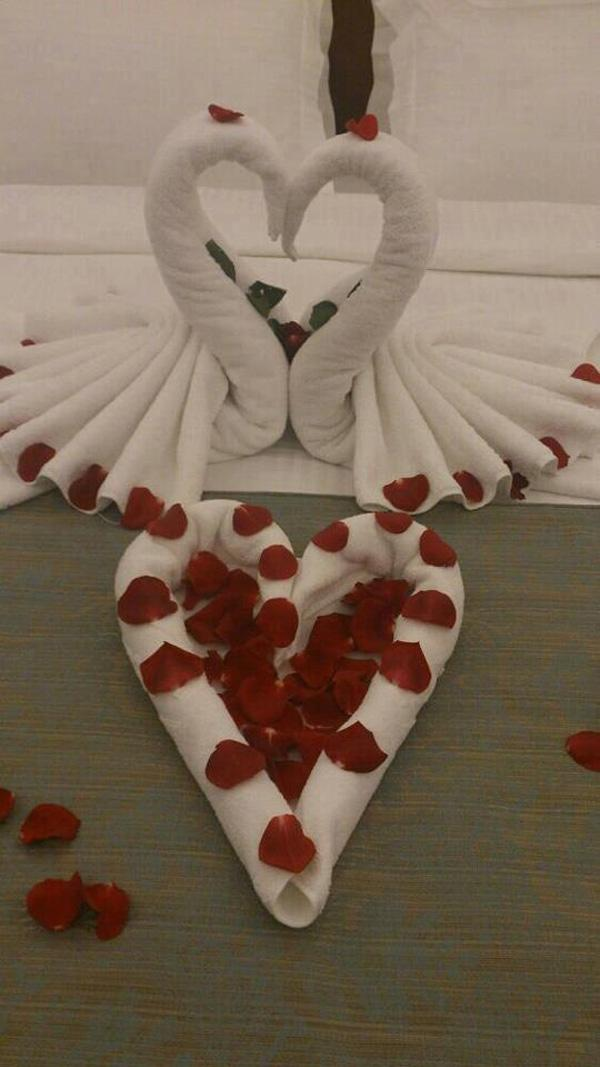 olded towels  rose pedals