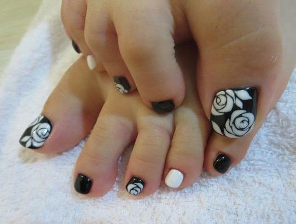 rose toenail art