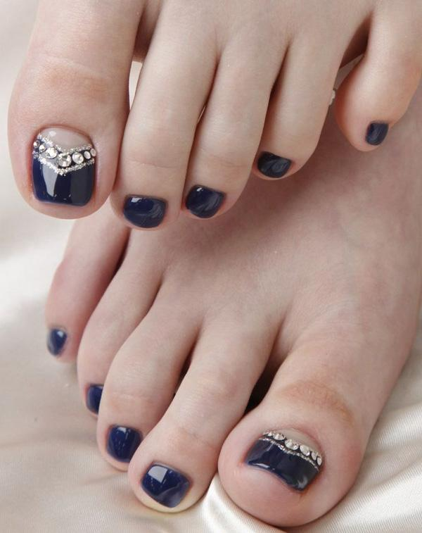 A midnight blue themed toenail art design. This very elegant looking nail  art design uses ... - 50 Pretty Toenail Art Designs Art And Design