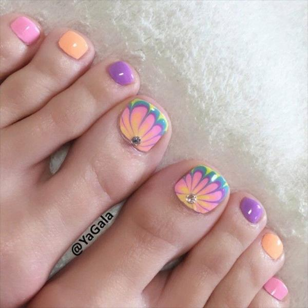 A cute baby colored daisy inspired toenail art design. If you are into baby  colors ... - 50 Pretty Toenail Art Designs Art And Design