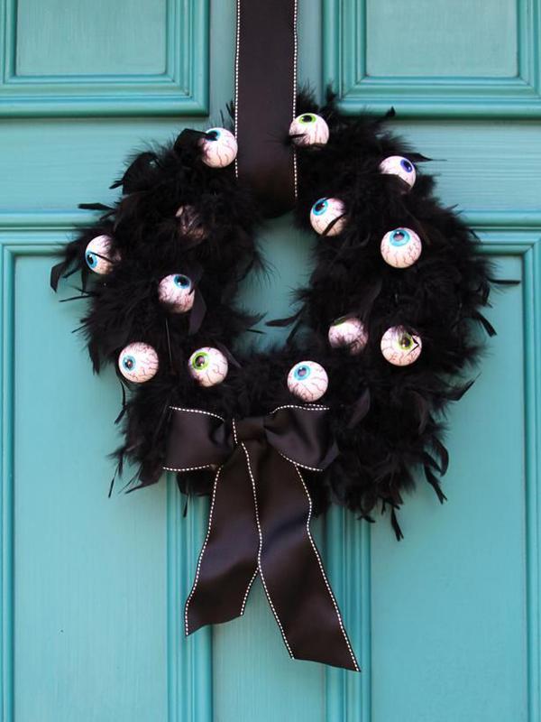 outdoor-halloween-wreaths