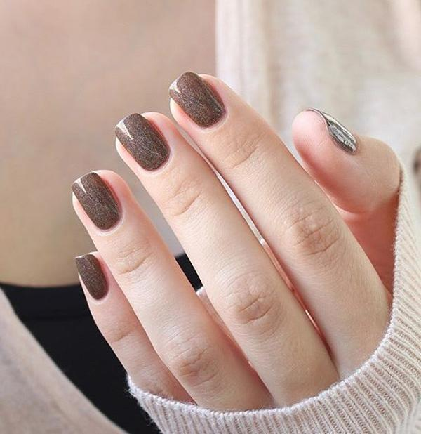 Brown nail art for winter