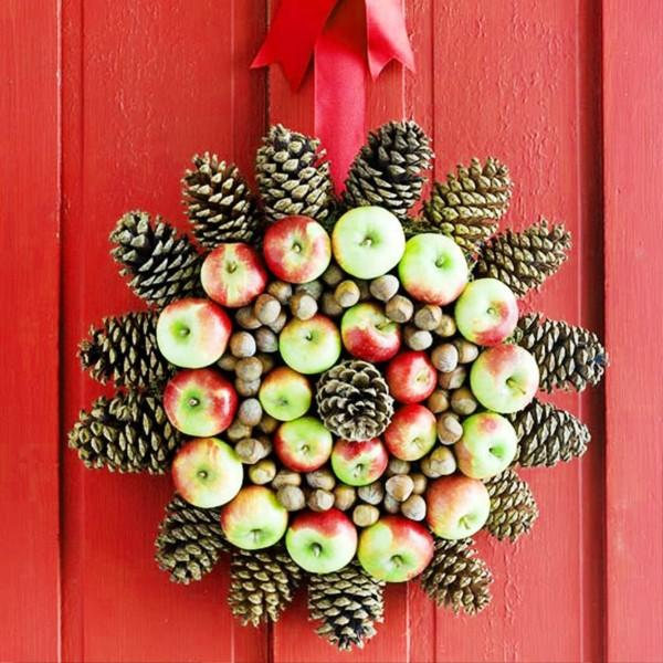 DIY Christmas Design With Pinecone