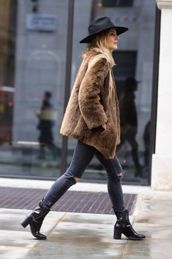 Fur, Denim, Chapeau. Casual Winter Street Style