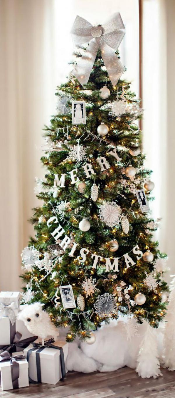 Snowflake Inspired Christmas Tree. Adorn Your Christmas Tree With Falling  Snowflakes Amidst Greeting Garlands And ...