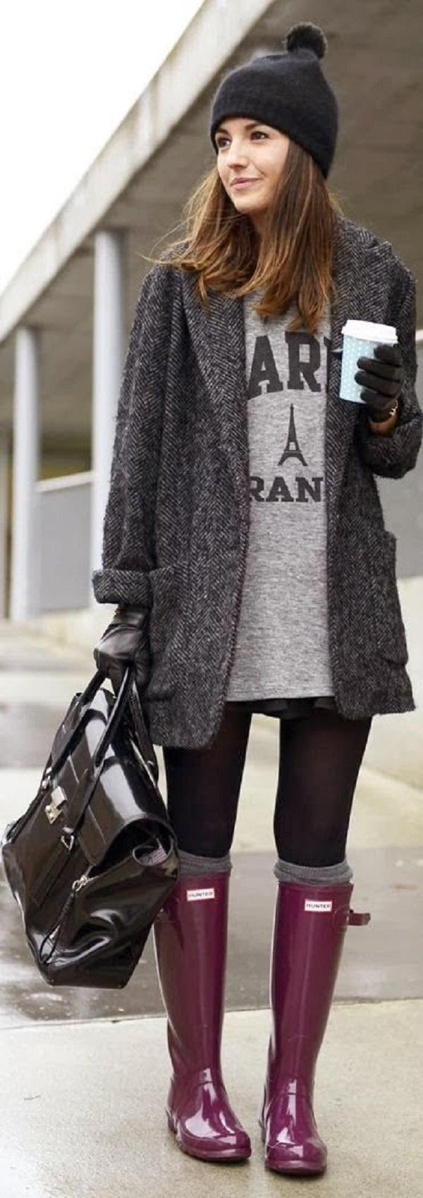 Warm long coat with grey sweater, Hunter purple boots and pure black leather handbag. I call that Winter casual