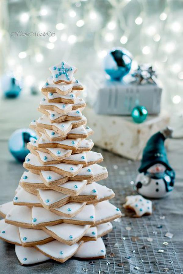 blue & white cookie christmas tree
