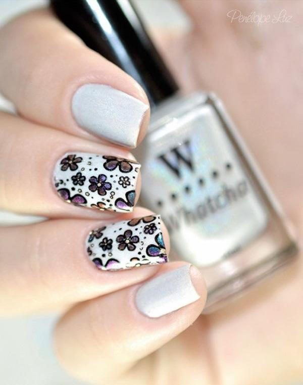 Gray eith flower nail art
