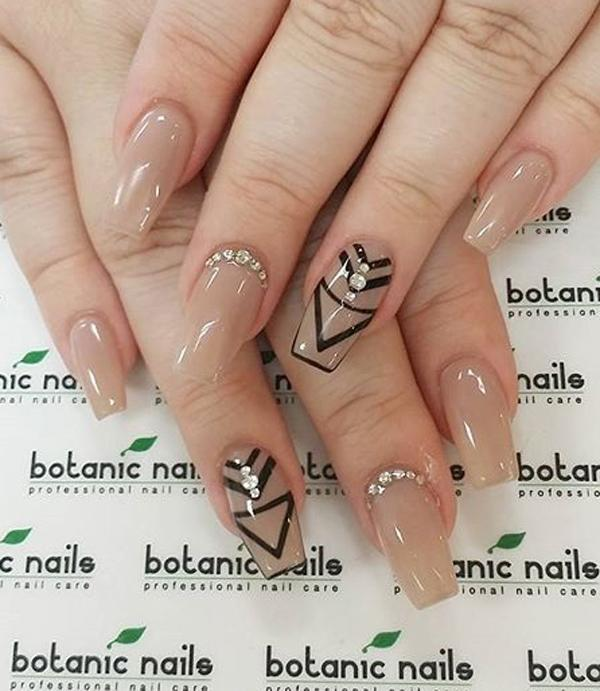 Sophisticated looking nude nail art design with geometrical shapes. Using  two shades of nude nail ... - 40 Nude Color Nail Art Ideas Art And Design