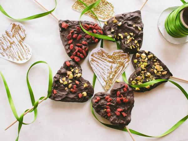 chocolate-dessert-surprise-for-your-loved-ones-easy-valentines-day-gift-ideaas