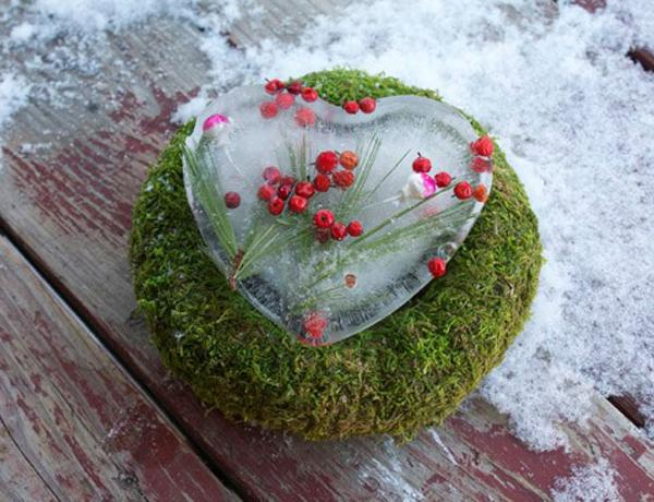 valentines-day-diy-ideas-home-surprise-moos-iced-heart-berries