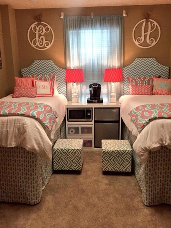 45 creative dorm room ideas art and design for Hall room decoration ideas