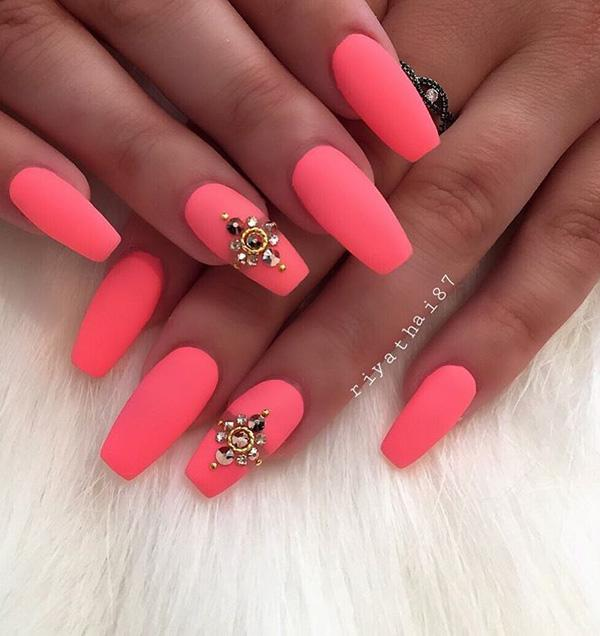 this matte peach design is looking so great but you can add patterns of diamonds - Nail Polish Design Ideas