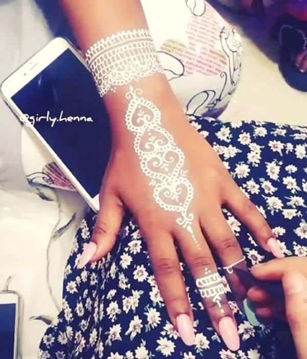 25 erstaunliche weiße Henna-Designs