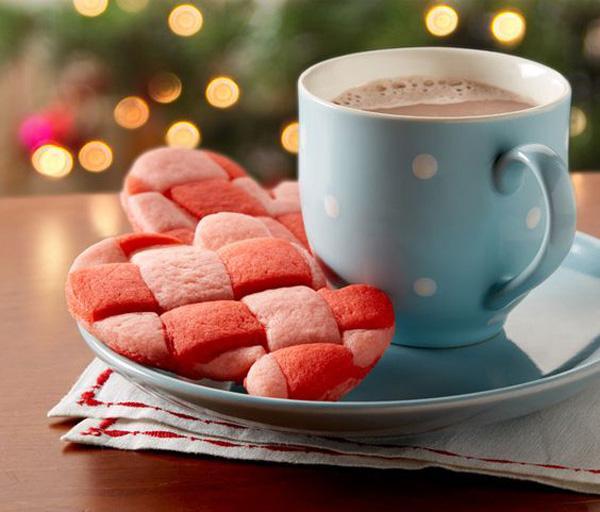 basket-weave-mitten-sugar-cookies