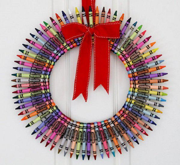 colorful-crayon-wreath