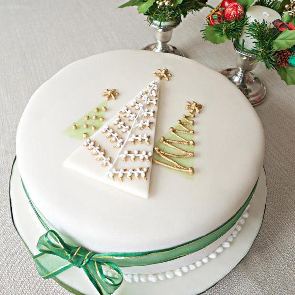 full_207_152247_retroinspiredchristmascake_1-1