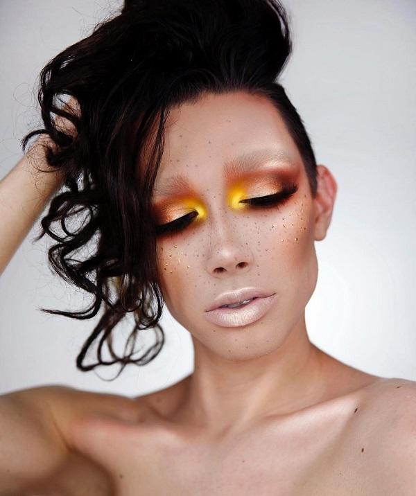 Желтый цвет особенно моден в летние месяцы. Многие дамы, когда дело доходит до макияжа избежать этого цвета. В этом случае мы можем видеть, как хорошая желтая тень может сочетаться с темным цветом лица и с правильным выбором гардероба, который мы будем носить, когда мы идем в клуб, например.
