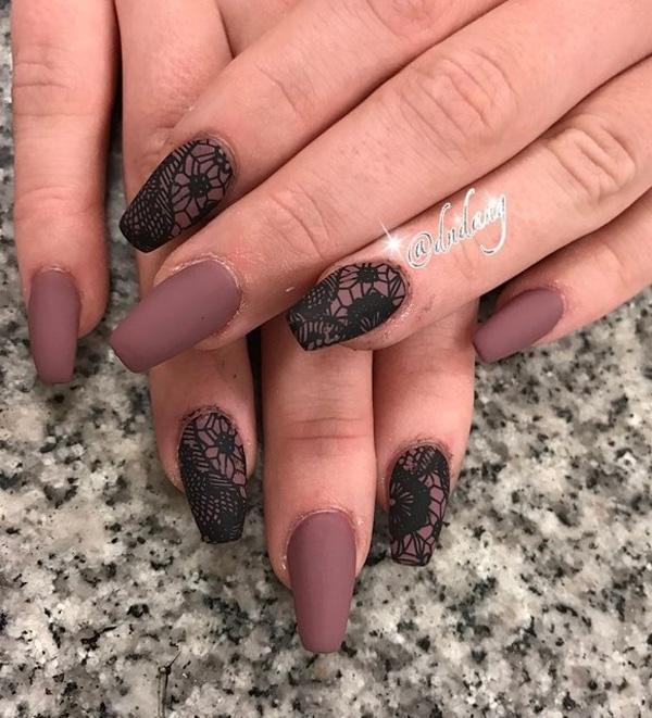 Эта форма ногтя визуально удлиняет пальцы и она будет хорошо стоять на людях с короткими пальцами. Если это не мешает повседневной деятельности свободно выбрать эту длину.