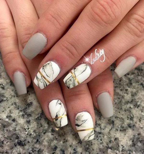 Мраморное возникновение ногтя все больше и больше популярный выбор дам во всем мире.